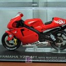 Motos a escala: YAMAHA YZR M1 MAX BIAGGI 2002. Lote 27229093