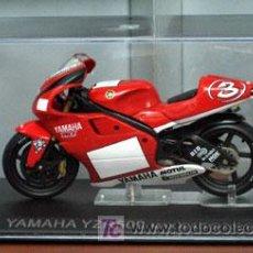 Motos a escala: YAMAHA YZR500 MAX BIAGGI 2001. Lote 26250271