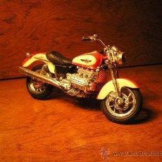Motos a escala: MAISTO - MOTO / MOTOCICLETA HONDA MOD. F6C - ESCALA 1/18 - NUEVO SIN CAJA. Lote 26493942
