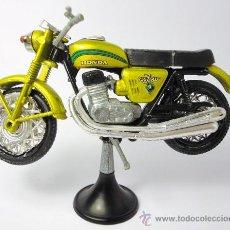 Motos a escala: MOTO GUILOY ESCALA 1:24, HONDA DREAM CB 750 CC 4 CILINDROS, MINIATURA. Lote 27434909