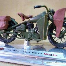 Motos a escala: MOTO, MAISTO, HARLEY DAVIDSON, 1942 WLA, FLAT HEAD, EN PEANA, ESCALA 1/18, CABALLETE. Lote 28437732