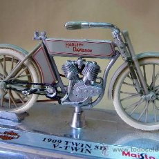 Motos a escala: MOTO, MAISTO, HARLEY DAVIDSON, 1909 TWIN 5 D, V-TWIN, EN PEANA, ESCALA 1/18, CABALLETE. Lote 28437766