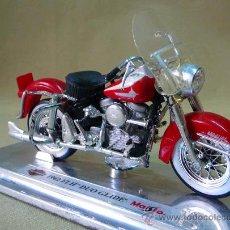 Motos a escala: MOTO, MAISTO, HARLEY DAVIDSON, 1962 FLH, DUO GLIDE, EN PEANA, ESCALA 1/18, CABALLETE. Lote 28437839