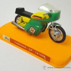 Motos a escala: MOTO MINIATURA YAMAHA GP, GUILOY, REF. 141098, CON CAJA ORIGINAL, POSIBLE OBSEQUIO YOPLAIT. Lote 28481957