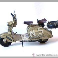 Motos a escala: LAMBRETTA DE HOJALATA GRANDE MOTO A ESCALA JUGUETE DECORACIÓN - TRANSPORTE METAL (DEL ESTILO VESPA ). Lote 180961307