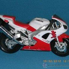 Motos a escala: YAMAHA YZF R1. Lote 30498638