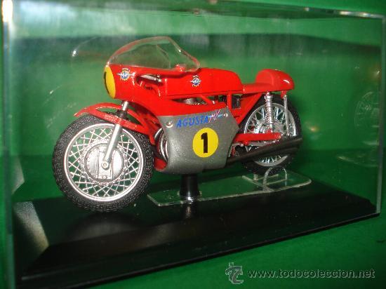 Motos a escala: Moto MV AGUSTA 3 cil. 500 cc. Campeona del Mundo 1967 Escala 1/22 Giacomo Agostini PROTAR de ITALERI - Foto 4 - 31955537