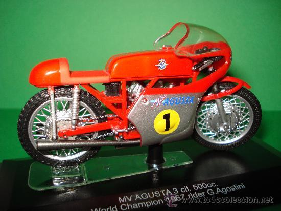 Motos a escala: Moto MV AGUSTA 3 cil. 500 cc. Campeona del Mundo 1967 Escala 1/22 Giacomo Agostini PROTAR de ITALERI - Foto 2 - 31955537