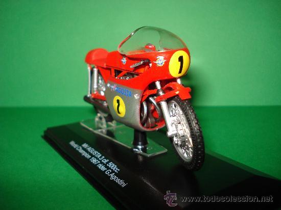 Motos a escala: Moto MV AGUSTA 3 cil. 500 cc. Campeona del Mundo 1967 Escala 1/22 Giacomo Agostini PROTAR de ITALERI - Foto 6 - 31955537