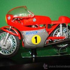 Motos a escala: MOTO MV AGUSTA 3 CIL. 500 CC. CAMPEONA DEL MUNDO 1967 ESCALA 1/22 GIACOMO AGOSTINI PROTAR DE ITALERI. Lote 31955537