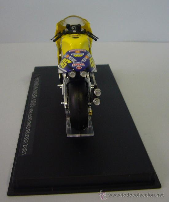Motos a escala: HONDA NSR 500 de VALENTINO ROSI 2001 - Foto 3 - 32554468