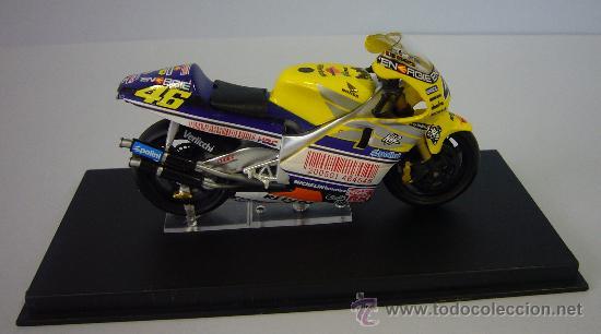 Motos a escala: HONDA NSR 500 de VALENTINO ROSI 2001 - Foto 4 - 32554468