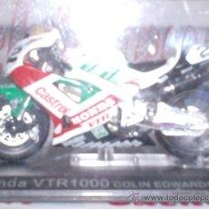 Motos a escala: MOTO HONDA VTR1000 C. EDWARDS AÑO 2000 ESC. 1,24 CON PEANA Y ESTUCHE . Lote 44930810