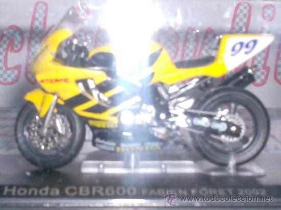 MOTO HONDA CBR600 FABIEN FORET AÑO 2002 ESC. 1,24 CON PEANA Y ESTUCHE (Juguetes - Motos a Escala)
