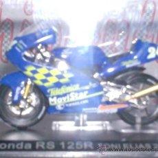 Motos a escala: MOTO HONDA RS 125R T. ELIAS AÑO 2001 ESC. 1,24 CON PEANA Y ESTUCHE. Lote 34011514