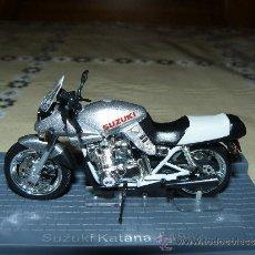 Motos a escala: MOTO ALTAYA SUZUKI KATANA 1982.NUEVA SIN ESTRENAR.. Lote 35917316