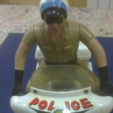 Motos a escala: ANTIGUA MOTO DE POLICIA CON MUÑECO AGENTE DE LA POLICE. Lote 152971630