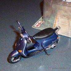 Motos a escala: MOTO SCOOTER PIAGGIO VESPA 125 ET4 (1996) - MAISTO 1/18. Lote 39339863