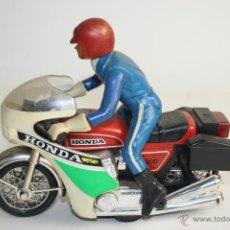 Motos a escala: JUGUETE, MOTORISTA EN HONDA CB 900, EN PLÁSTICO. Lote 42972542