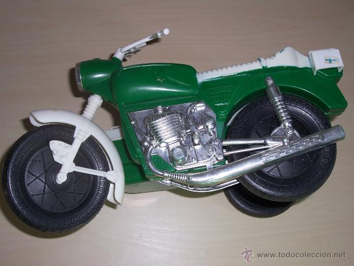 Motos a escala: Moto policía de Moltó. Color verde. Escala ideal para Geyperman. - Foto 2 - 44045130
