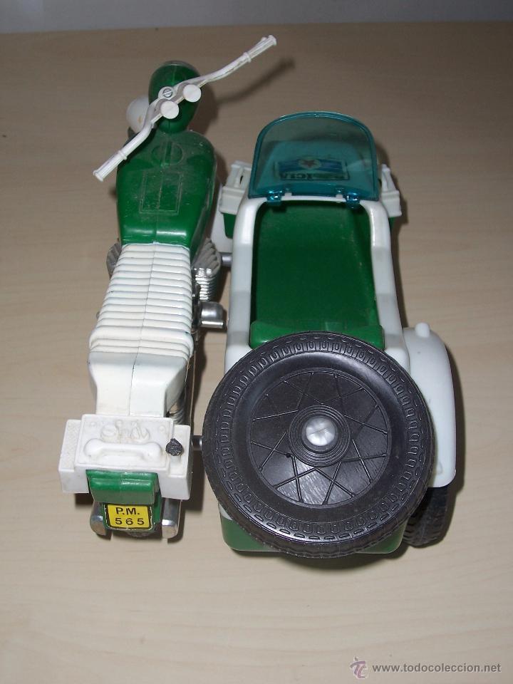Motos a escala: Moto policía de Moltó. Color verde. Escala ideal para Geyperman. - Foto 3 - 44045130