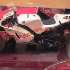 Motos a escala: GUILOY 13761 - YAMAHA YZR M1 - VALENTINO ROSSI - 50TH ANNIVERSARY. Lote 105825050