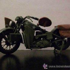 Motos a escala: MOTO HARLEY DAVIDSON DE SOLDADO AMERICANO . 2ª GUERRA MUNDIAL .5 X 12 CM.. Lote 48572934