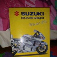 Motos a escala: SUZUKI GSX-1300R HAYABUSA 1:12 DIE-CAST NEWRAY KIT MODELO AÑO 2005. Lote 51025992