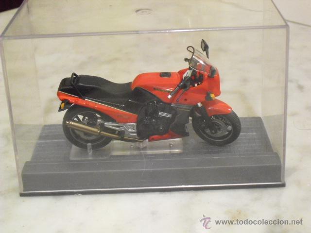 KAWASAKI GPZ 900R NINJA - 1984 - (Juguetes - Motos a Escala)