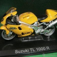 Motos a escala: MOTO - MINIATURA A ESCALA - SUZUKI TL 1000R - AMARILLA - ESCALA 1.24 - EN PEANA -. Lote 54944317