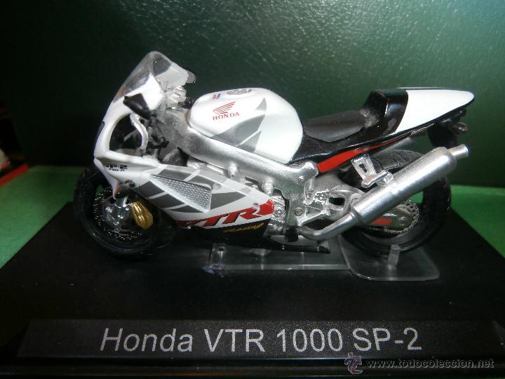 MOTO - MINIATURA A ESCALA - HONDA VTR 1000 SP-2 .BLANCA - ESCALA 1-24 - EN PEANA - (Juguetes - Motos a Escala)