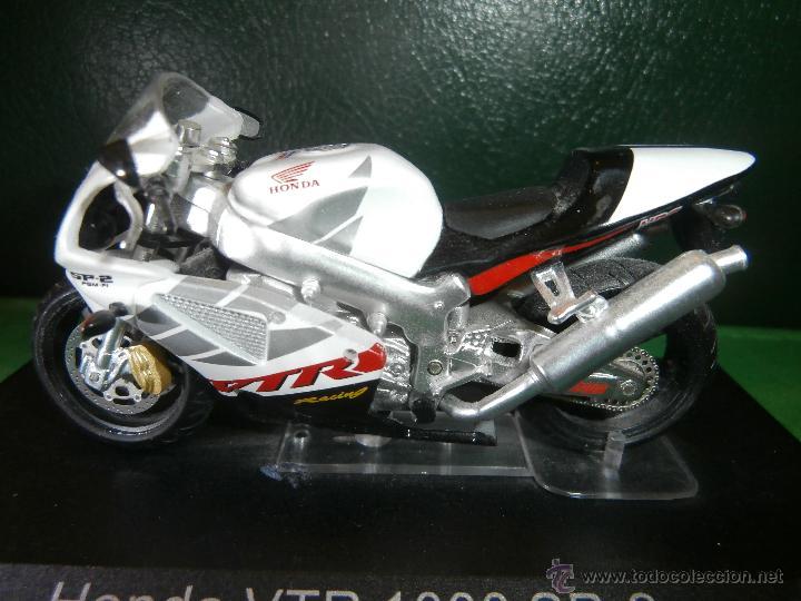 Motos a escala: MOTO - MINIATURA A ESCALA - HONDA VTR 1000 SP-2 .Blanca - Escala 1-24 - EN PEANA - - Foto 2 - 163966428