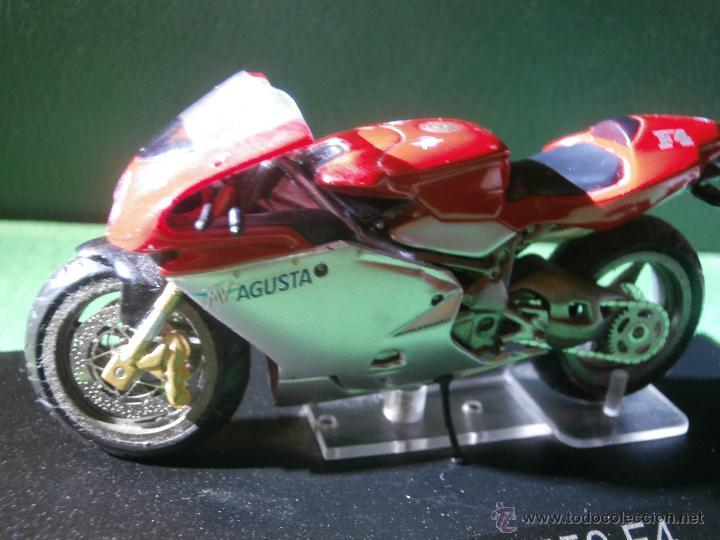 Motos a escala: MOTO - MINIATURA - MV Augusta 750 F4 - ESCALA 1-24 - EN PEANA - Foto 4 - 54949632