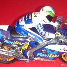 Motos in scale: GUISVAL ALEX BARROS 5 MOVISTAR HONDA NSR500 1999 ESCALA 1:22 ARTICULO DE LOS AÑOS 90. Lote 55106246