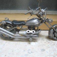 Motos a escala: GRAN MOTOCICLETA DE COLECCIÓN. -. 20 CM. 500 GRAMOS. MOTO DE FABRICACIÓN ARTESANAL.. Lote 56936086