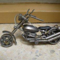 Motos a escala: GRAN MOTOCICLETA DE COLECCIÓN. -. 16 CM. 250 GRAMOS. MOTO DE FABRICACIÓN ARTESANAL.. Lote 56936215