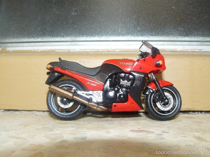 Motos a escala: MOTO A ESCALA KAWASAKI GRz900R - Foto 2 - 56936668