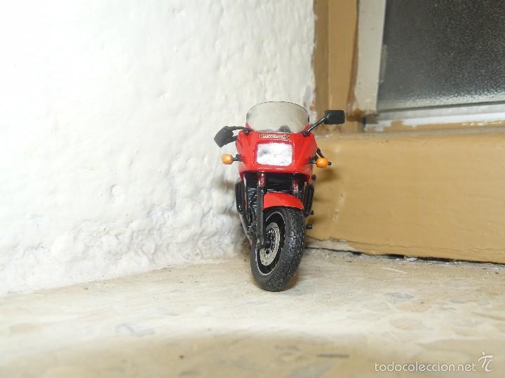 Motos a escala: MOTO A ESCALA KAWASAKI GRz900R - Foto 3 - 56936668
