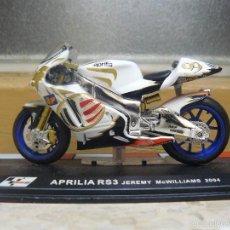 Motos a escala: MOTO A ESCALA - APRILIA RS3. JEREMY MCWILLIAMS, 2004 - MEDIDAS 12,5 X 6 CM LA BASE. Lote 56938075