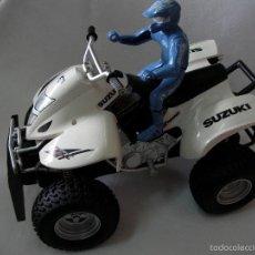 Motos a escala: QUAD SUZUKI GRAN TAMAÑO CON FIGURA. Lote 57136392