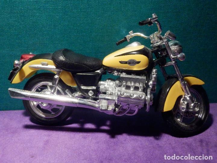 Motos a escala: MOTO - MAQUETA MINIATURA - HONDA F6C - ESCALA 1-18- SIN PEANA - Foto 2 - 126172240