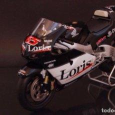 Motos a escala - Loris Capirossi 2002 Honda 1/12 - 63989767