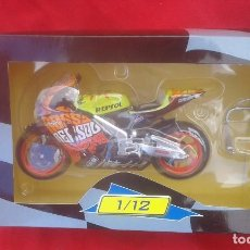 Motos a escala: HONDA RC 211 V DE VALENTINO ROSSI VALENCIA 2003 ESCALA 1/12 VALENTINO ROSI. Lote 133667195