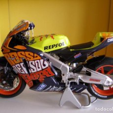 Motos a escala: MOTO ESCALA 1/12 VALENTINO ROSSI, GP VALENCIA 2003,HONDA RC211V, ALTAYA SOLO ABONADOS .. Lote 114687375
