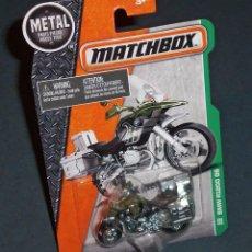 Motos a escala: MOTO / MOTOCICLETA DE POLICÍA MILITAR BMW R1200 GS - MATCHBOX. Lote 76542695