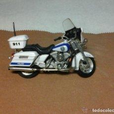 Motos a escala: MOTO HARLEY DAVIDSON MAISTO POLICIA DE MILWAUKEE ESCALA 1.18. Lote 76779803