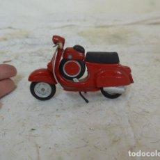 Motos a escala: MOTO DE METAL A ESCALA, UNA VESPA.. Lote 79943325