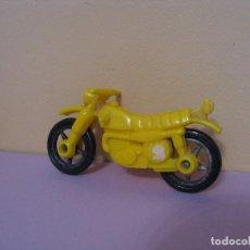 Motos in scale: MOTO DE PLASTICO. MIDE 7,5 CM. DESCONOZCO LA MARCA DEL FABRICANTE.. Lote 85330320