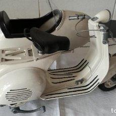 Motos a escala: 73-MOTO VESPA GRANDE CON SIDECAR, 1/6. Lote 88834204