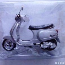 Motos a escala: MAISTO VESPA LX 125 2005 MOTO METAL EN MINIATURA ESCALA 1/18. Lote 262047710